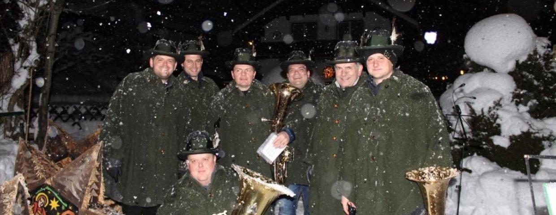 Wetterfeste Bläsergruppe beim Glöcklerlauf 2019